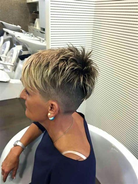 very short razor cut hairstyles best 25 razored hair ideas on pinterest auburn bob
