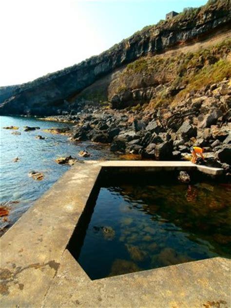 vasca termale la vasca termale foto di acque termali di gadir
