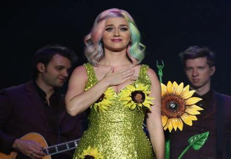 Kostum Bunga Matahari alasan katy perry dilarang til di s secret fashion show kostum bunga matahari