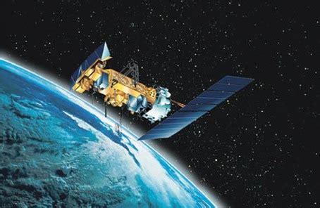 how do weather satellites work?