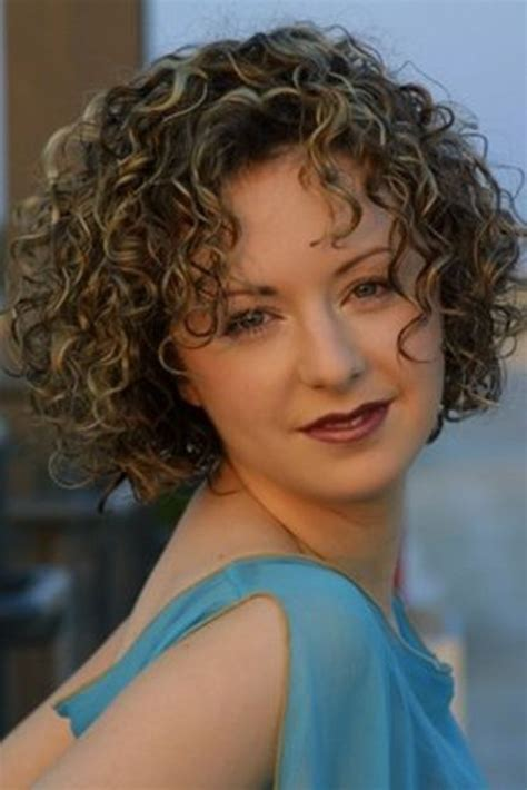 natural curley above shoulder length hair syles medium length curly hair styles for women over 40 curly