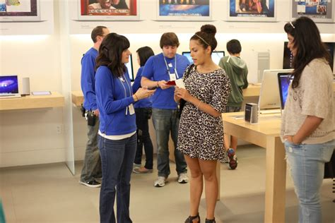 apple employee ex apple store employees sue for overtime compensation