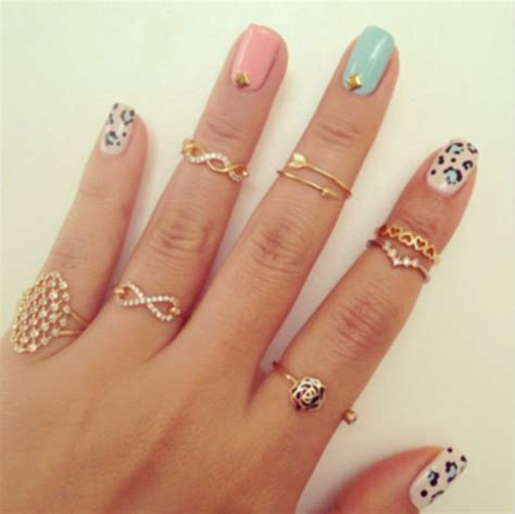 jewels clothes ring earings nails gold