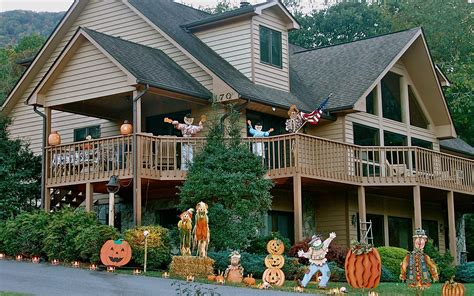 31 of the best decorated halloween houses gallery image gallery halloween decorations america