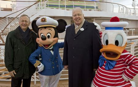 themes line donald duck disney cruise line takes helm of disney dream disney