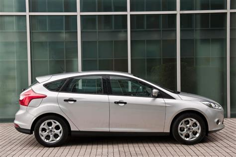2011 ford focus review ford focus hatchback 2011 2014 pictures carbuyer