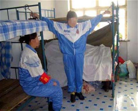 gefesselt im bett darstellung der foltermethoden im masanjia