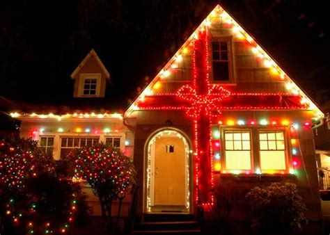 how to christmas lights on house 10 holiday light displays that will blow your mind