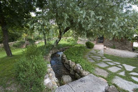 ruscello in giardino giardini