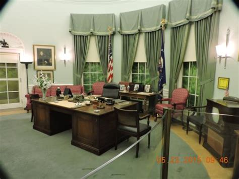 desk in the oval office the oval office desk area picture of harry s truman