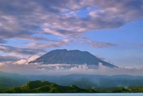 detiknews gunung agung bali status gunung agung di bali waspada republika online