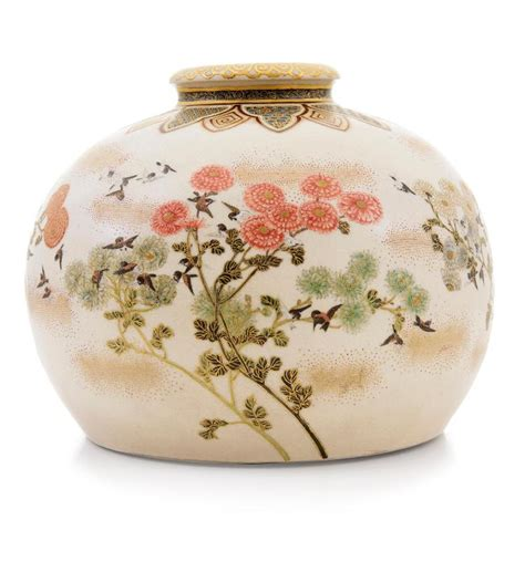 a satsuma compressed vase with signature of meizan