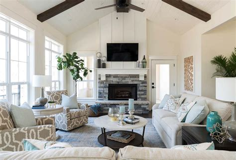 Warm and cozy lake house in Texas features a modern twist