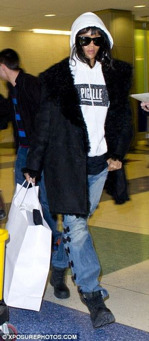 star tracks thursday may 15 2014 boyfriend jeans rihanna jets back to new york in boyfriend jeans leaving
