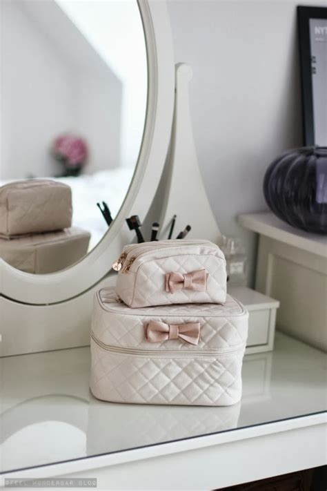 Bow Cosmetic Bag new in bow cosmetic bag feel wunderbar