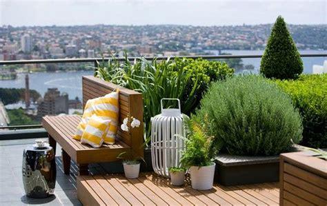 fiori in terrazza terrazzo con fiori e piante