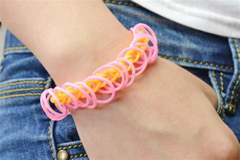 minutes tutorial      rubber band bracelet   loom pandahallcom