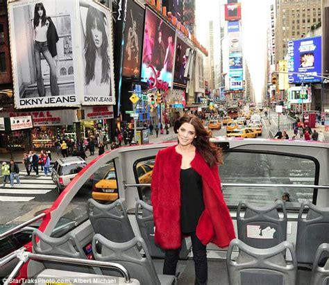 Atasan Newyork time square baju greene gets festive in