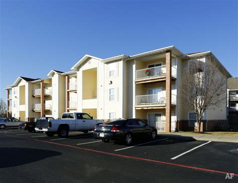 2 bedroom apartments in springfield mo the carlyle apartment homes springfield mo apartment