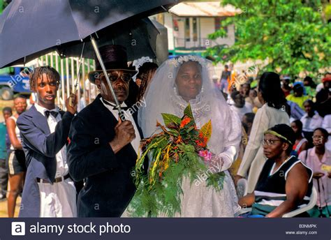 Wedding Attire En Francais by And Groom In Formal Wedding Attire In The Time