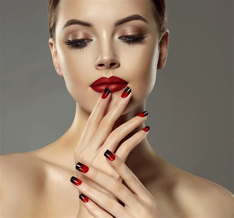 wallpapers manicure makeup face girls fingers red lips gray