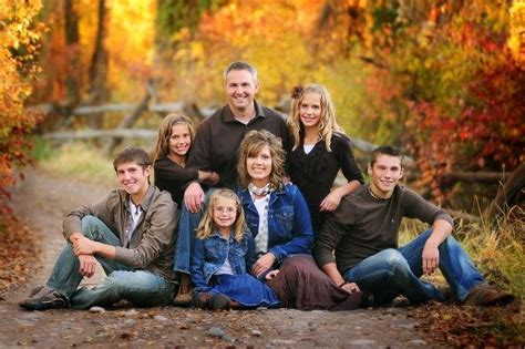 family of 5 photo pose ideas in the family pose below i pin by michelle dalton on family inspiration pinterest
