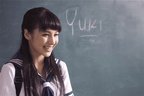 membuat iklan pocari sweat 5 fakta yuki sasou gadis cantik yang jadi bintang iklan