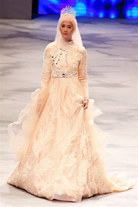 desain gaun ternama oki setiana dewi tilkan 22 rancangan gaun pengantin