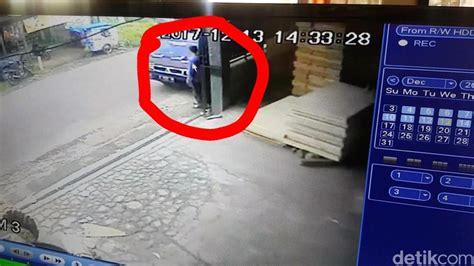 Alarm Mobil Cirebon pencuri uang rp 290 juta di mobil kades sukabumi terekam