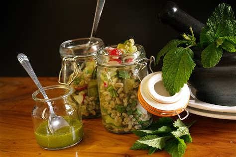 cucinare farro insalata di farro rucola e patate ricette farro