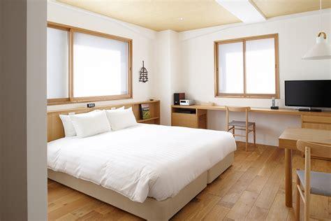 plain room room 704 quot plain quot contemporary hotel claska