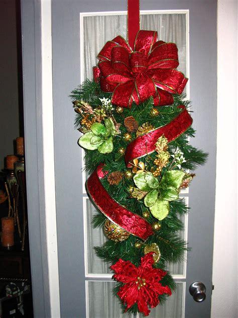christmas door swag christmas wreaths   christmas