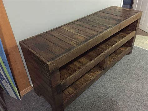 17 helpful tips before painting wooden pallets pallet ideas 1001 pallets need to and pallets pallet entertainment unit 1001 pallets