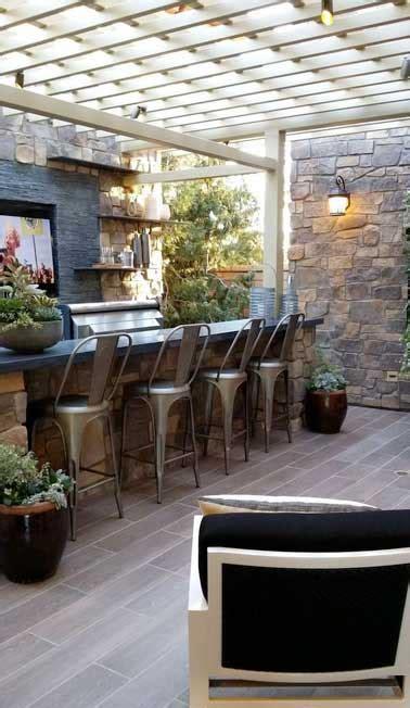 Attrayant Table De Cuisine A Fixer Au Mur #5: cuisine-d-ete-sous-pergola-avec-murs-en-pierres-naturelles.jpg