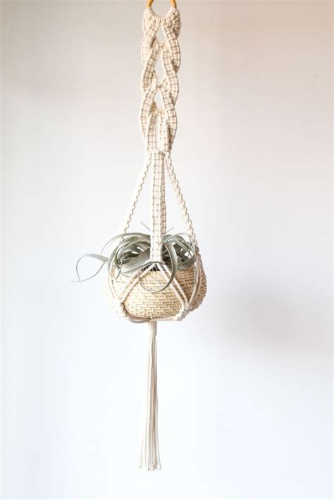 How To Macrame A Plant Hanger - 25 best ideas about macrame knots on macram 233