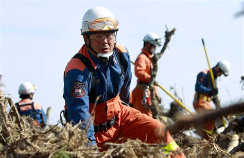 Earthquake Rescue Jacket by Japan Earthquake Rescue Recovery And Reaction Energy
