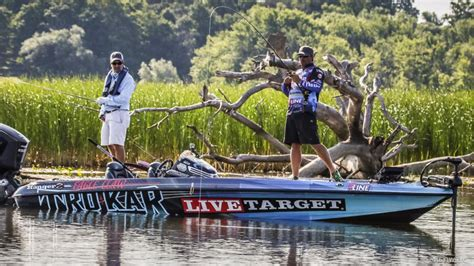 lake cumberland boats and trucks jacksonville fl lake chlain day 2 coverage flw fishing articles