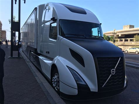 volvo trucks america volvo s supertruck testing yields 13 mpg bigrigvin