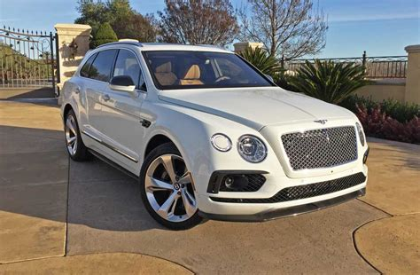 bentley suv 2017 the 2017 bentley bentayga is a stellar beast of burden a