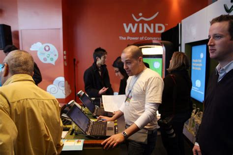 wind mobile canada wind mobile launches toronto stores