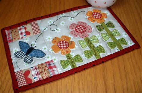quilted mug rug pattern growing flowers mug rug by the patchsmith craftsy