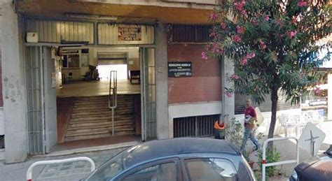 roma ufficio anagrafe roma folle lite all ufficio anagrafe discute con un uomo