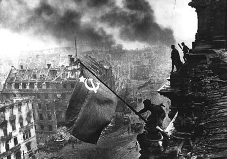 berlin the downfall 1945 the battle of berlin and the fight to keep memories of the heroic airmen alive daily mail online