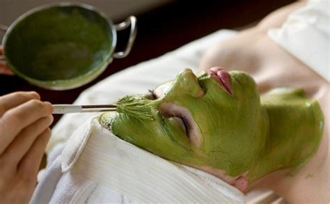 Facemask Crush Greentea green tea mask for sensitive acne prone skin punica makeup