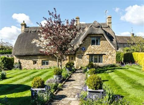 thatched self catering country cottages in england