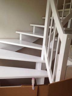 Holztreppe Streichen Oder Lackieren by Stiegenaufgang Schleifen Und Wei 223 Streichen White