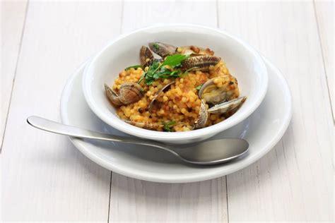 ricetta per cucinare il pesce spada fregola con vongole e pesce spada cucinare it