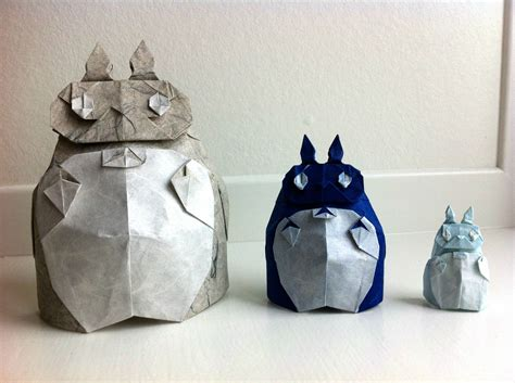 Totoro Origami - someone made a family of origami totoro s
