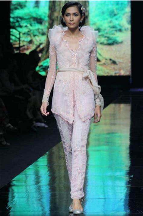 Kebaya Modern Stelan Celana 10 model kebaya celana modern paling keren gebeet
