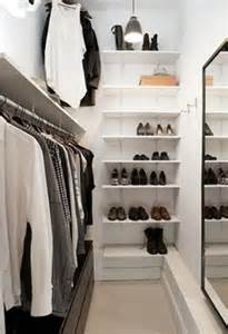 Walk In Wardrobe In Small Space by 4 Small Walk In Closet Organization Tips And 28 Ideas